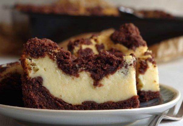 Prajitura care face furori pe internet – Cu aluat de ciocolata si crema de branza